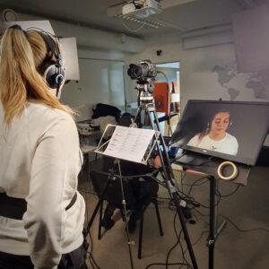 Therese står i Textlab-studion